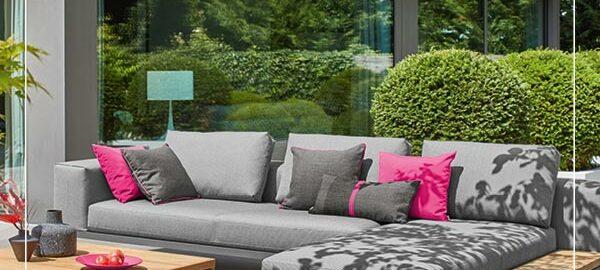 Das Outdoor Wohnzimmer mit schönen Loungemöbeln einrichten
