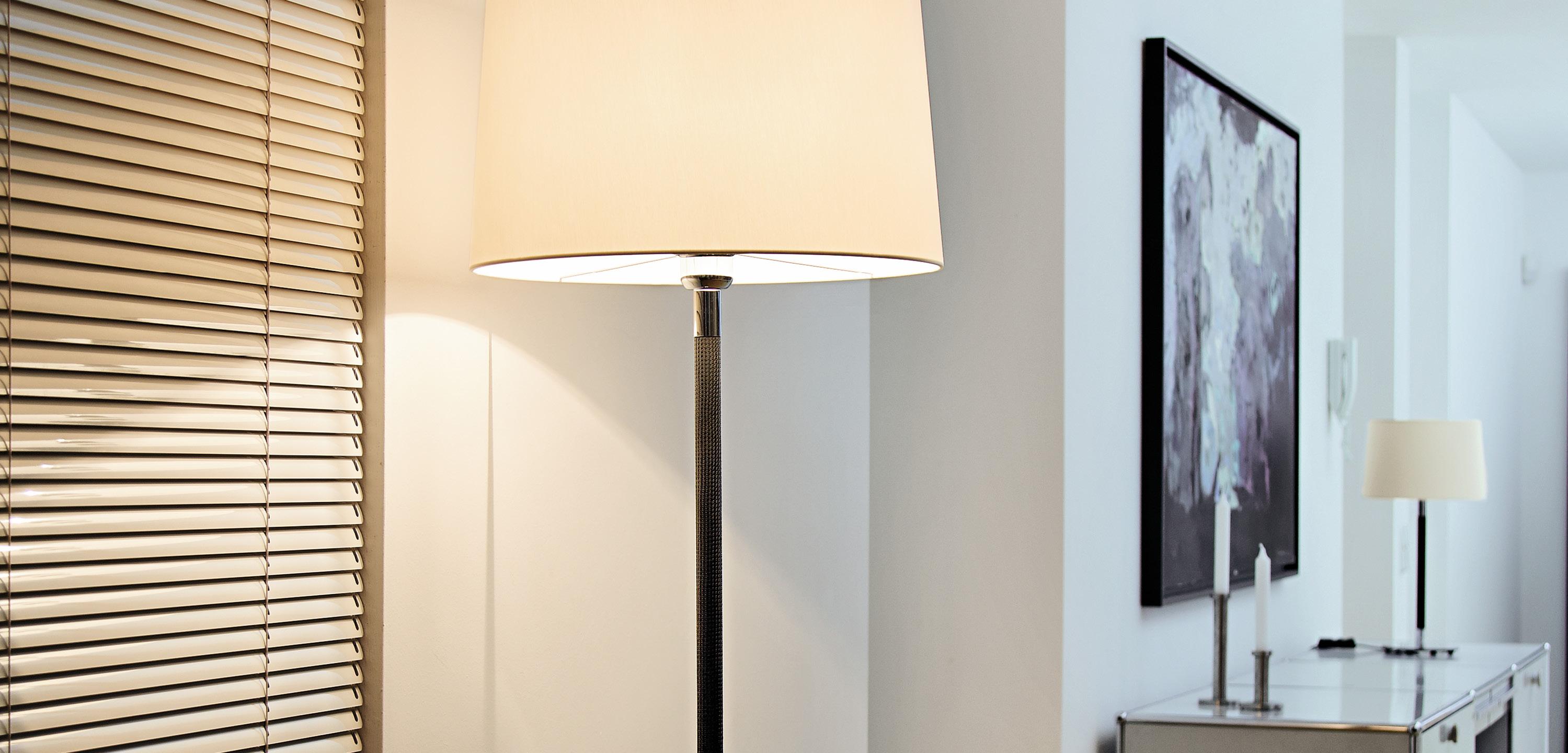 Die Stylishen Tisch  Und Stehleuchten Gibt Es In Verschiedenen Designs, Die  Dem Individuellen Raumkonzept Entsprechen Und Die Stilrichtung Betonen.